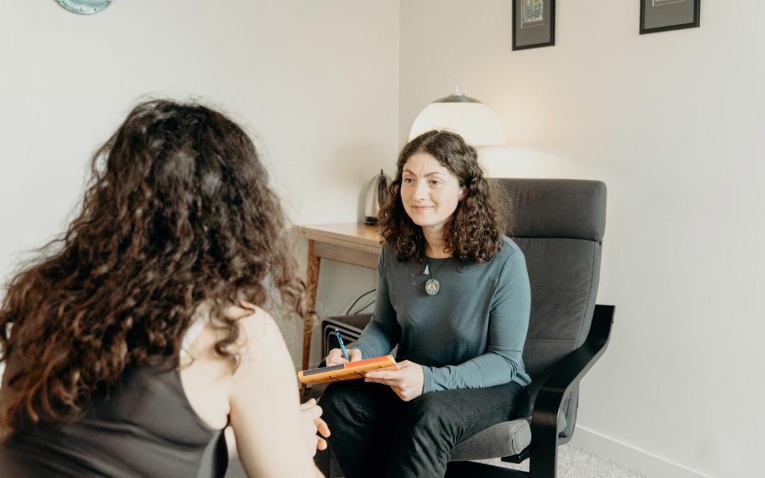 Mise en scène pour une praticienne thérapeutique afin d'illustrer son site